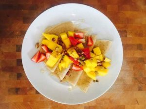 High-protein-Profi-Pro-pancakes-with-strawberries-and-mango-topping-800